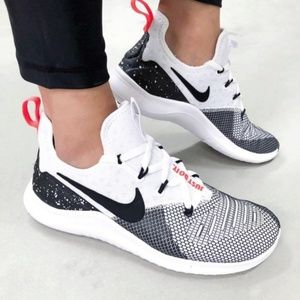 Nike Free TR 8 Womens Training Shoes - Size 9